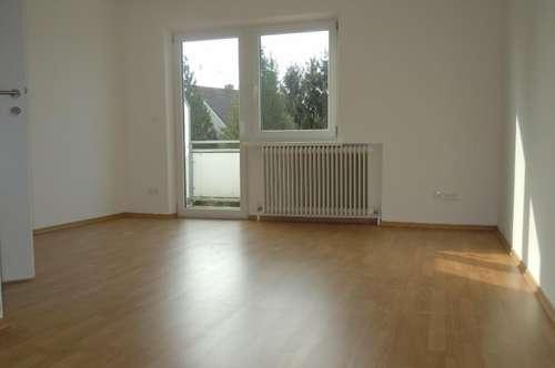 Erstbezug nach Sanierung - Helle 2-Zimmer-Wohnung mit Balkon