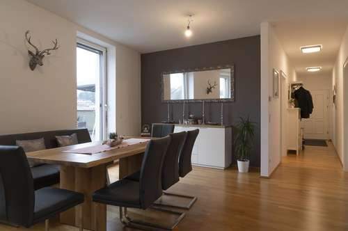 Großzügige Terrassen-Wohnung mit Kirchturmblick