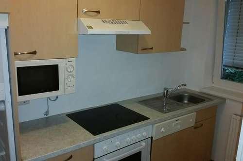 Wunderbare 2 Zimmer mit getrennter Küche!