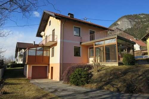 Wohnhaus mit großem Wintergarten