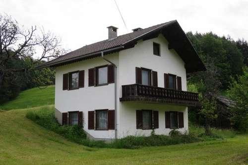 Wohnhaus in unberührter Natur
