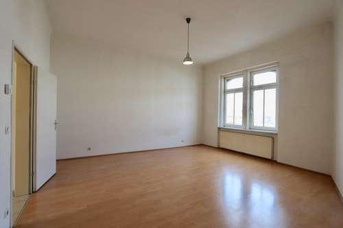 Zentral begehbarer 2-Zimmer-Altbau im 2. Liftstock mit Blick auf Remise!