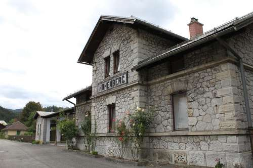 Wohnen direkt im ehemaligen Bahnhof in Hohenberg
