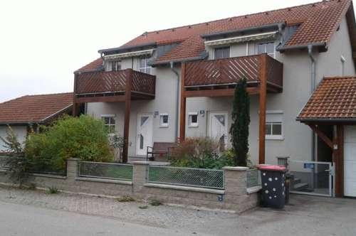 Doppelhaushälfte mit Balkon, Atelier, Wohnkeller und Doppel-Carport in POTTENBRUNN