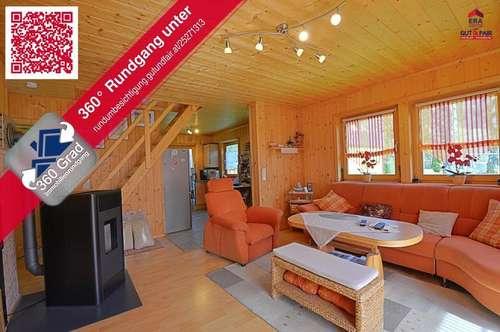 Einfamilienhaus mit Holzhäuschen