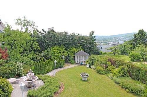 """""""Charmante Villa mit Traumblick und Märchengarten!"""""""