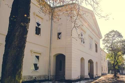 Schloss Neusiedl - Wohnung 1.10 mit Loggia und Garten