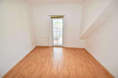 Unbefristete entzückende 3 Zimmer-Wohnung mit kleinem Eigengarten!