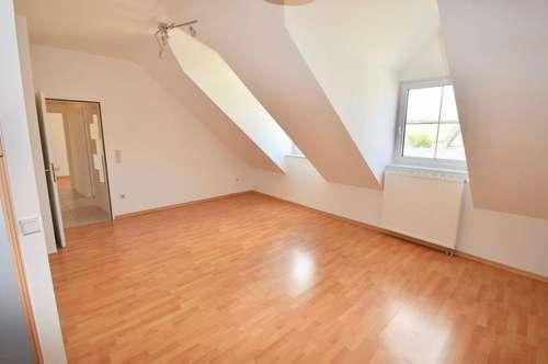 Helle unbefristete 3 Zimmer-Wohnung mit Eigengarten - Nähe Schwechat