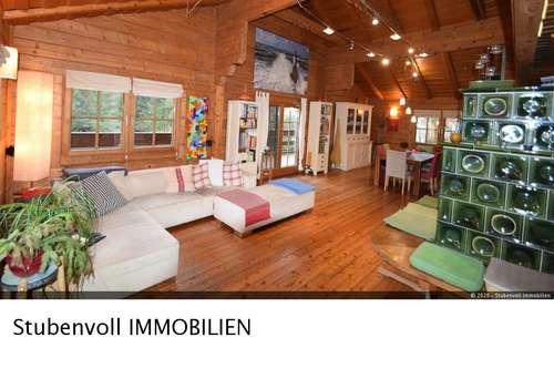 Gediegenes Wohnen in exklusiver Blockhausvilla - mitten im Wald und doch so nah!