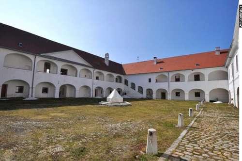 """*** Schloss Mittertrixen *** Historischer """"Vierkanter"""" in Südkärnten"""