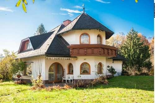 Sehr geräumige, gediegene Villa mit parkähnlichem Grundstück