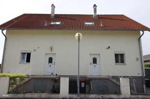 Doppelhaushälfte mit Garten und eigener Parkplatzmöglichkeit!