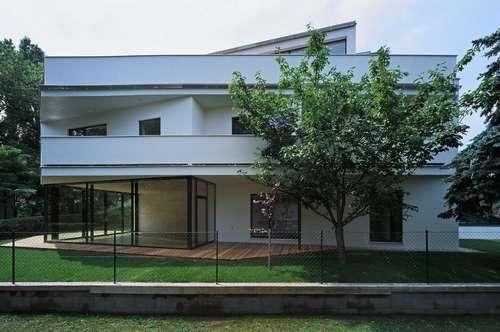 Doppelhaushälfte in moderner Architektenvilla nahe den Weinbergen
