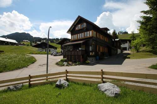 Holzhaus mit kleinen Wohneinheiten, ideal als Personalunterkunft / Appartementhaus in Hirschegg / Kleinwalsertal