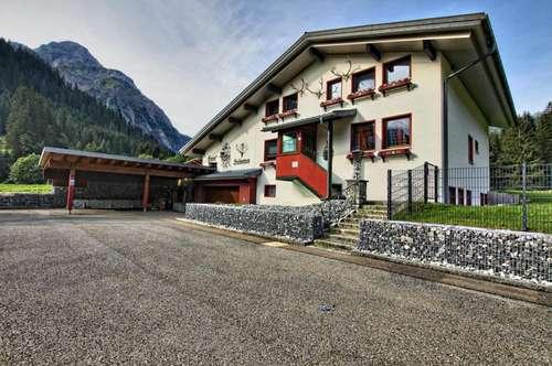 Aufwendig renoviertes Haus mit großem Grundstück. Mehrere Wohneinheiten möglich in Baad / Kleinwalsertal