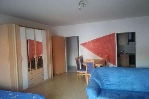 Jennersdorf zentral gelegene  1ZI+Küche mit Carport ! möbliert, unbefristet!