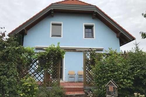 Stilvoll möbliertes Haus mit Terrasse und Garten in ruhiger Lage!