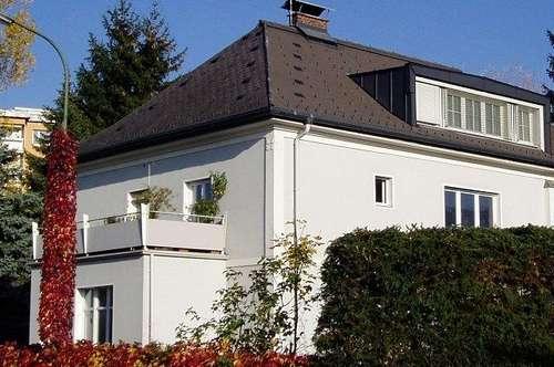 2 Zimmer Dachgeschoßwohnung in Stadtvilla