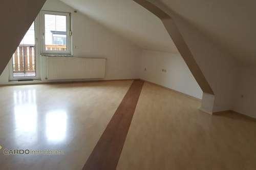 Geräumige zwei Zimmer Wohnung mit Balkon nähe Flughafen