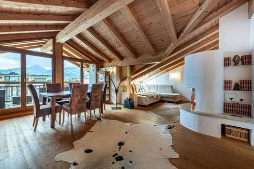 Dachgeschosswohnung im Tiroler Stil und mit Dachterrasse