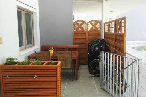 Erdgeschosswohnung mit Loggia und Terrasse