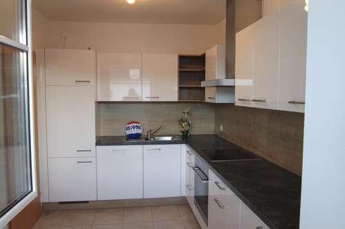Helle 3 Zimmer + Küche + Loggia nähe Rohrberg