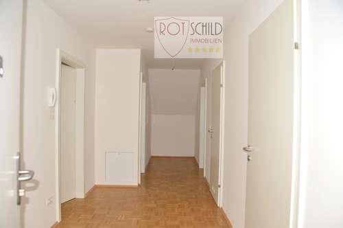 günstige Familienwohnung, 4 Zimmer, zentrale Lage zu Schulen, ruhiger Balkon, möblierte Küche, Lift.
