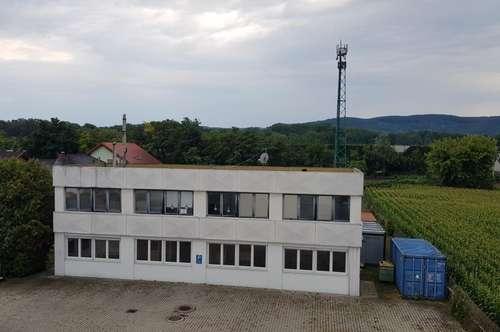 Betriebsobjekt mit Büro- Lager und Freiflächen