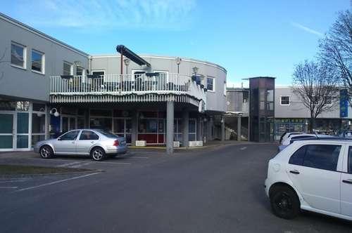 Kleines Geschäftslokal in regionalem Einkaufs- und Freizeitzentrum.