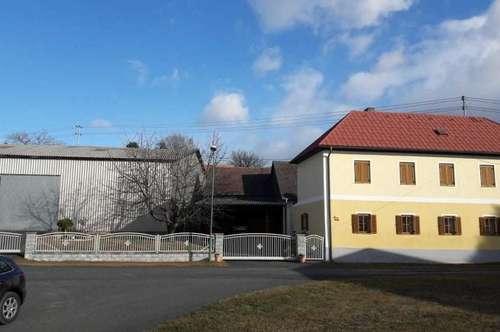 2 geschossiges Wohnhaus mit 2 Hallen in ruhiger Lage