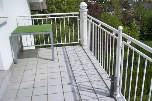 Wunderbare Terrassenwohnung in bester Lage mit Balkon, Gartenanteil und Poolbenutzung