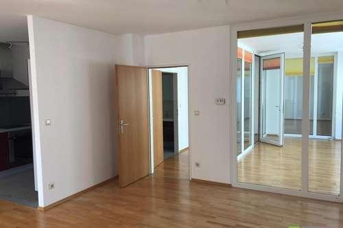 Top Lage - lichtdurchflutete 98m² 2 Zi. Wohnung mit herrlichem Wintergarten