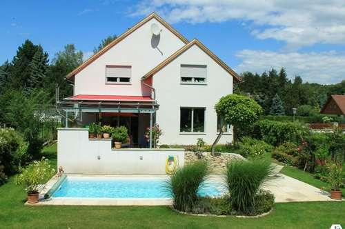 Reizendes Einfamilienhaus mit Pool in Grünruhelage