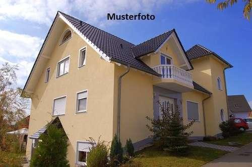 Wohn- und Geschäftshaus mit Doppelgarage