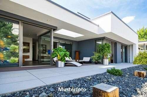 Einfamilienhaus mit Carport