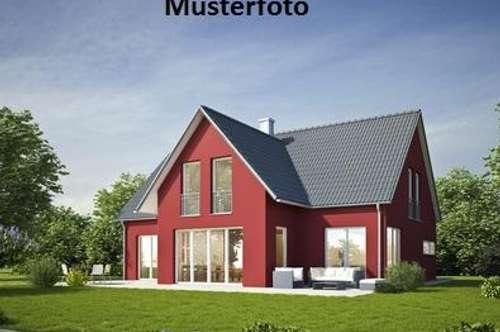 Einfamilienhaus mit Nebengebäude