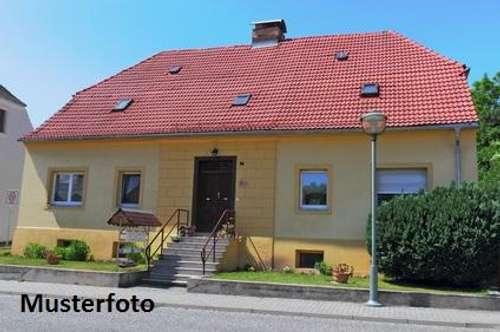 + Einfamilienhaus mit Terrasse und Balkon +