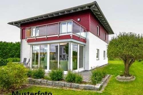 + Einfamilienhaus mit Schwimmteich +