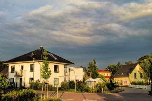 + Einfamilienhaus mit Pkw-Stellplatzfläche +