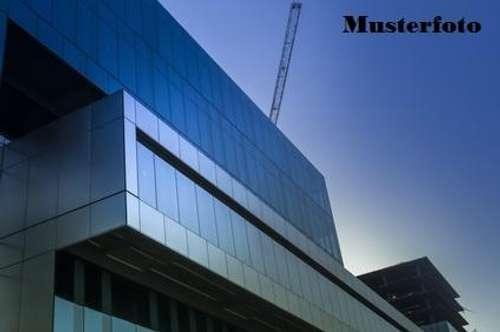 + Betriebsgebäude mit Fertigungshalle +