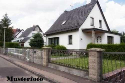 + 2-Familienhaus mit Nebengebäude +