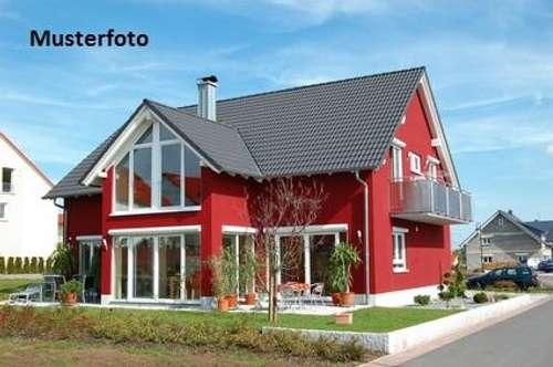 + Einfamilienhaus mit Wirtschaftsgebäude +