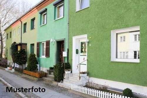 + Wohnhaus mit Stallungen +