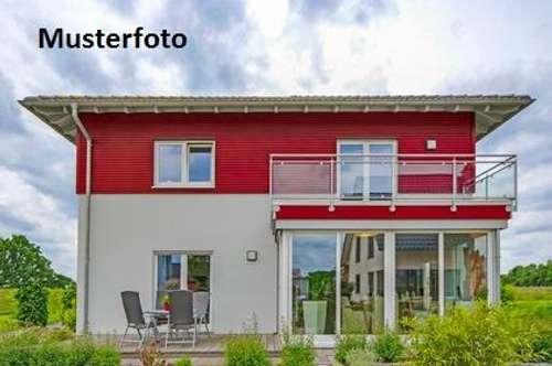 + Einfamilienhaus mit Garage +
