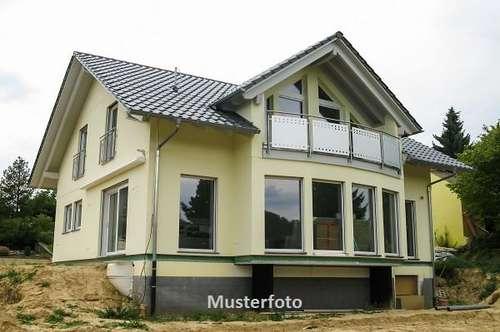 Wohnhaus mit Apotheke