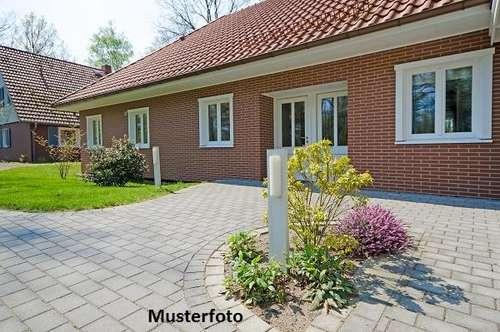 +++ Wohnhaus mit Doppelcarport +++