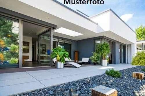 + Wohnhaus mit Gartengerätehaus +
