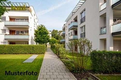 + Hofstelle nebst Mehrfamilienhaus mit 6 Wohnungen +