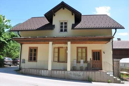 Anlageobjekt mit 2 abgeschlossenen Wohnungen & Sanierungsbedürftiges Ausseer Holzhaus